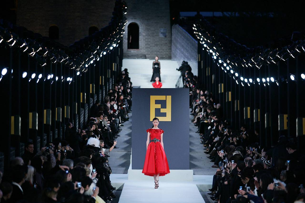 B3 EY467 FOREMA M 20190911151254 - Fashion Shows: From Royal to Retail